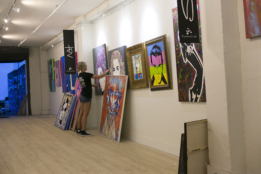 Gallery System picture hanging systems for business and art galleries